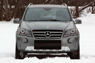 2011 Mercedes-Benz ML63 AMG front view