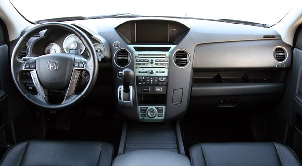 review 2011 honda pilot 4wd touring autoblog. Black Bedroom Furniture Sets. Home Design Ideas