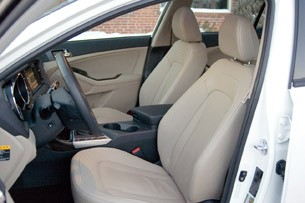 2011 Kia Optima EX front seats