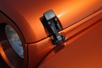 2011 Jeep Wrangler Unlimited 2.8 CRD hood latch