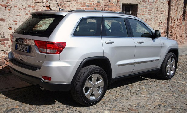 2011 Jeep Grand Cherokee 3.0 CRD rear 3/4 view