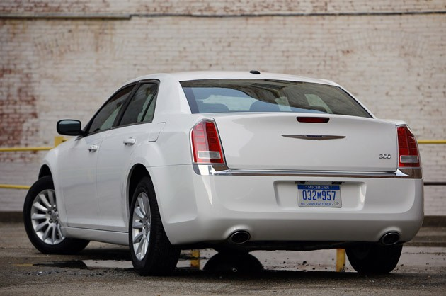 2011 Chrysler 300 rear 3/4 view