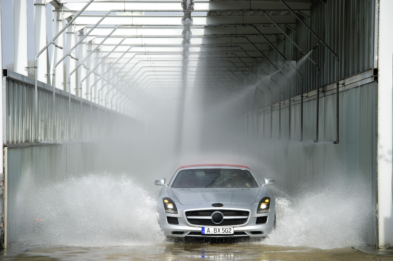 2012 Mercedes-Benz SLS AMG Roadster trades gullwings for a ...