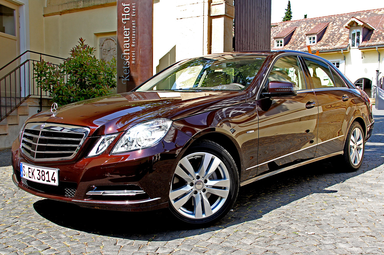 2012 mercedes benz e class autoblog for Mercedes benz 2012 price
