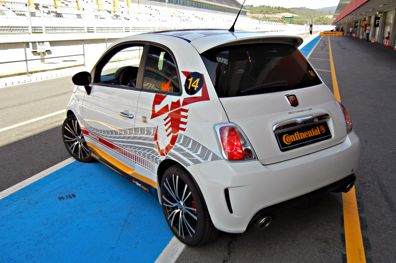 2012 fiat 500 abarth w video autoblog. Black Bedroom Furniture Sets. Home Design Ideas