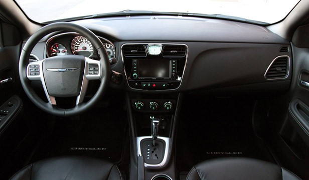 2011 Chrysler 200 interior