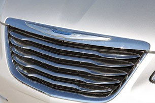 2011 Chrysler 200 grille