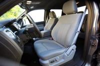 2011 Ford F-150 4x4 SuperCrew front seats