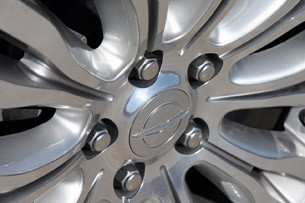 2011 Chrysler 200 wheel detail