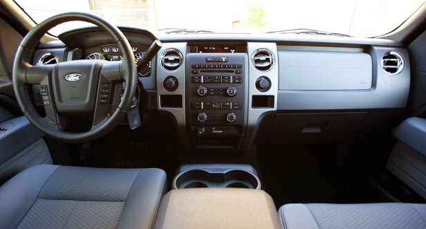 2011 Ford F-150 4x4 SuperCrew interior