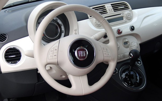 2012 Fiat 500C steering wheel