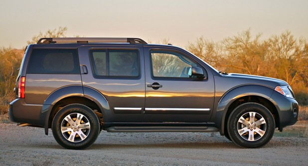 2011 Nissan Pathfinder side view