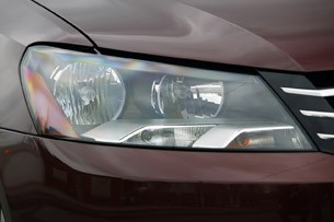 2012 Volkswagen Passat headlight