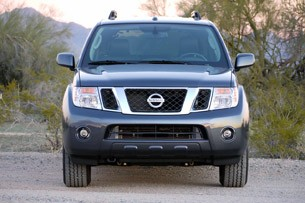 2011 Nissan Pathfinder front view