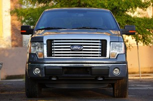 2011 Ford F-150 4x4 SuperCrew front 3/4 view