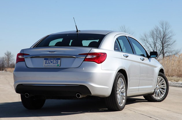2011 Chrysler 200 rear 3/4 view