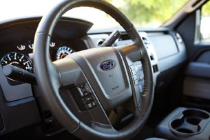2011 Ford F-150 4x4 SuperCrew steering wheel