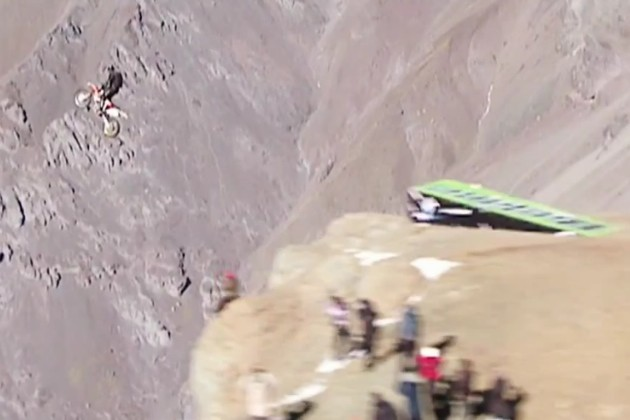 Motocross base jump in Chile