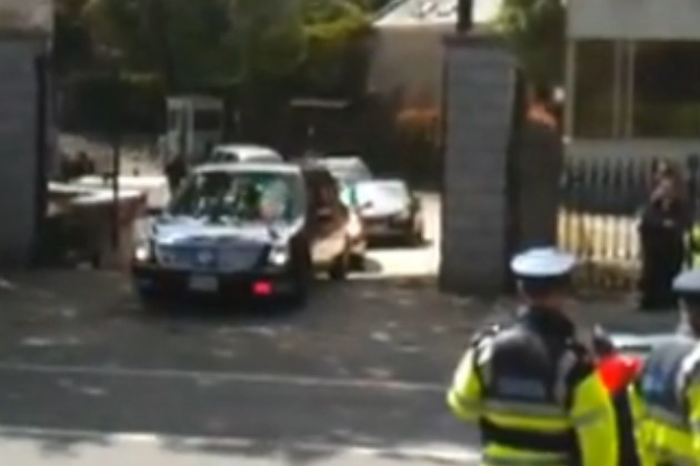 Presidential Limo gets stuck in Ireland