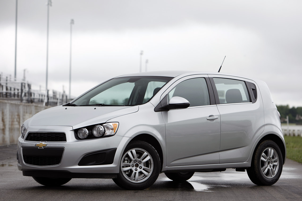 Chevrolet Sonic Owners Manual: Distracted Driving