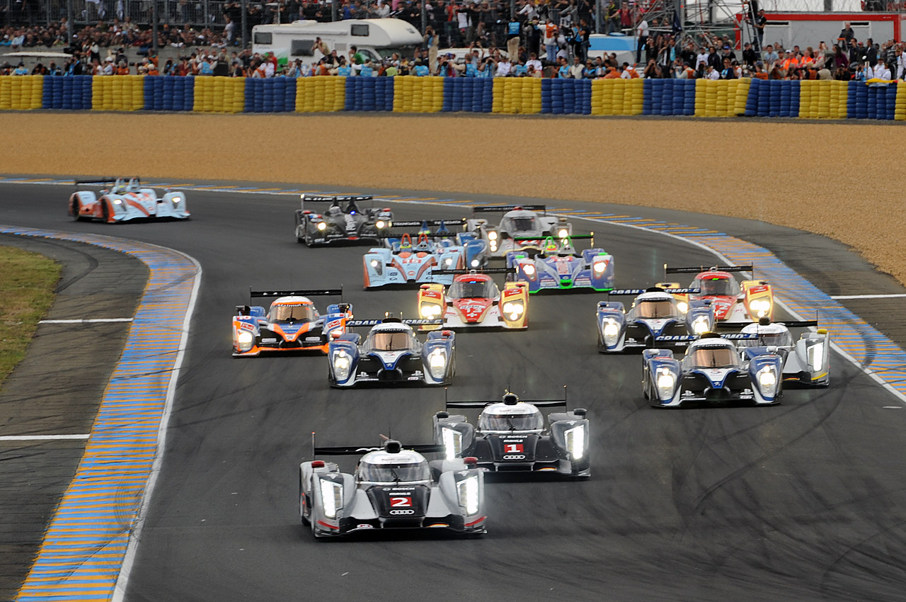 les 24 heures du mans 2011 victoire de l audi r18 tdi dark cars wallpapers. Black Bedroom Furniture Sets. Home Design Ideas
