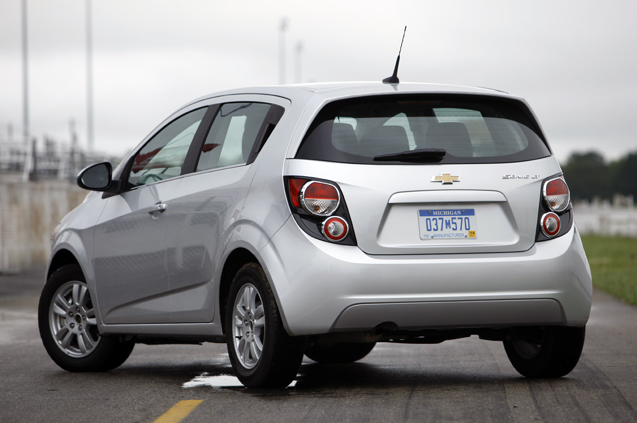 2012 chevrolet sonic checks in priced from 14 495 autoblog. Black Bedroom Furniture Sets. Home Design Ideas