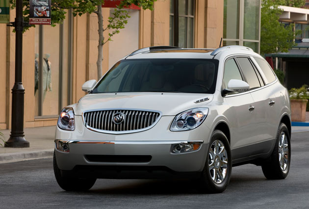 2010 Buick Enclave in white