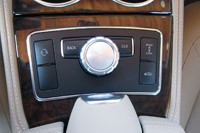 2012 Mercedes-Benz CLS550 multimedia system controls