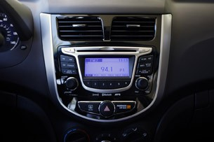 2012 Hyundai Accent Five-Door instrument panel