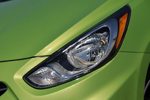 2012 Hyundai Accent Five-Door headlight
