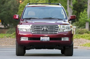2011 Toyota Land Cruiser front view