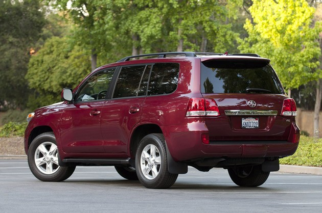 2011 Toyota Land Cruiser rear 3/4 view