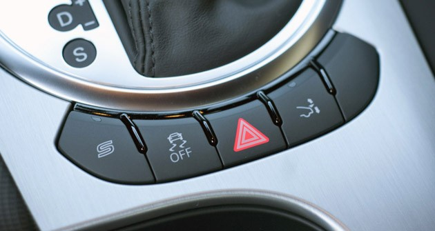 2011 Audi TT 2.0 Quattro Coupe center console buttons