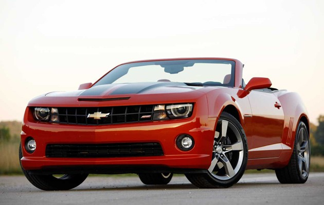 Partisan Pony Cars 2011 Ford Mustang GT Convertible vs 2011