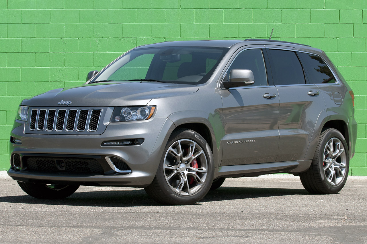 2012 jeep grand cherokee srt8 first drive autoblog. Black Bedroom Furniture Sets. Home Design Ideas