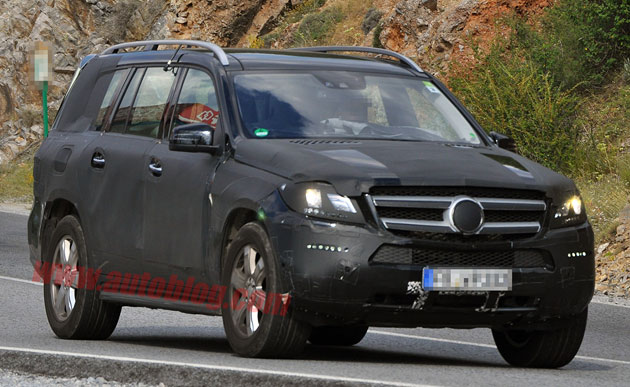 Mercedes-Benz GL spy shots