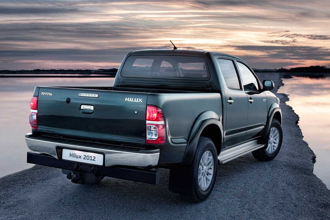  2012   2012 2012-toyota-hilux-2.jpg