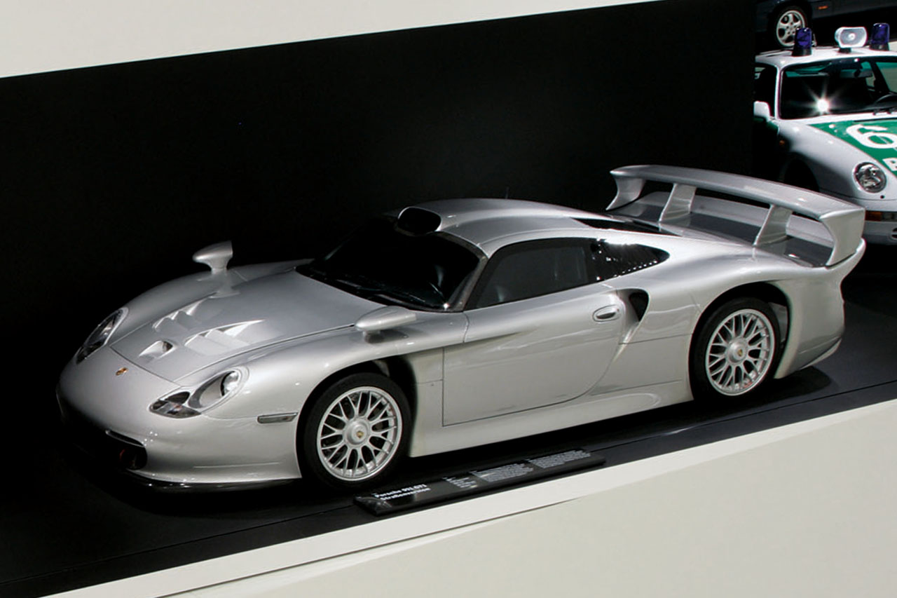 online find of the day 1997 porsche 911 gt1. Black Bedroom Furniture Sets. Home Design Ideas
