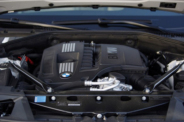 2011 BMW 740Li engine