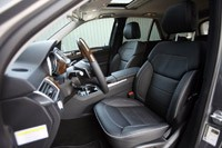 2012 Mercedes-Benz ML350 BlueTec 4Matic front seats