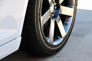 2012 Chrysler 300 SRT8 tire
