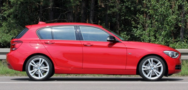 2012 BMW 1 Series Five-Door side view