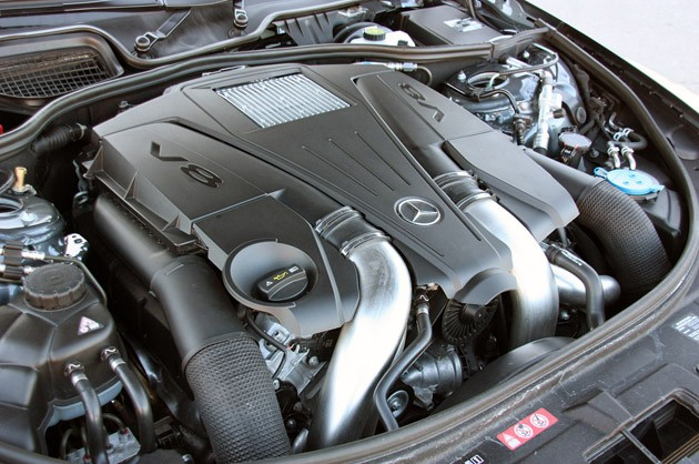 2011 Mercedes-Benz CL550 4Matic engine