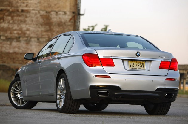 2011 BMW 740Li rear 3/4 view