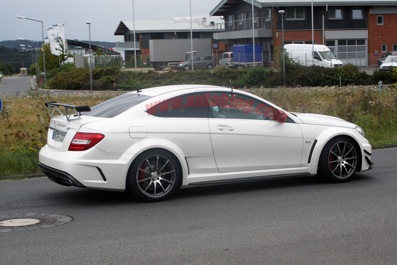 spy shots mercedes benz c63 amg coupe black series photo gallery autoblog. Black Bedroom Furniture Sets. Home Design Ideas