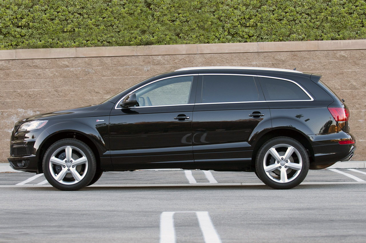 2011 audi q7 3 0t s line w video autoblog. Black Bedroom Furniture Sets. Home Design Ideas