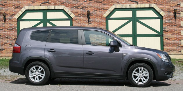 2012 Chevrolet Orlando side profile view