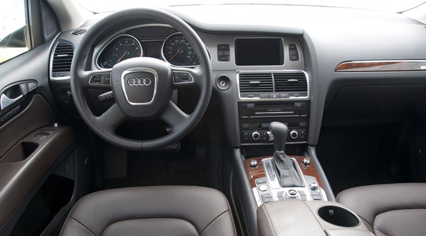 2011 Audi Q7 3.0T S line interior