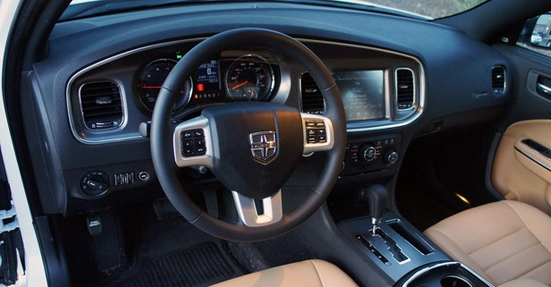 2011 Dodge Charger Rallye V6 interior