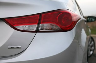 2011 Hyundai Elantra Limited taillight